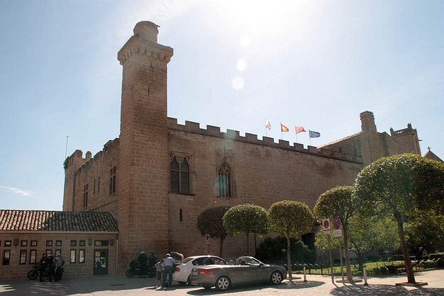 Olite, una joya de ciudad real presidida por su espectacular castillo 8