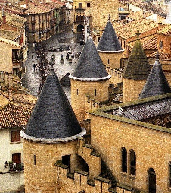 Olite, una joya de ciudad real presidida por su espectacular castillo 6
