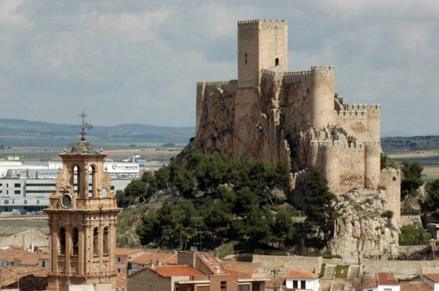 Almansa y el castillo que recuerda la Guerra de Sucesión (Albacete) 2