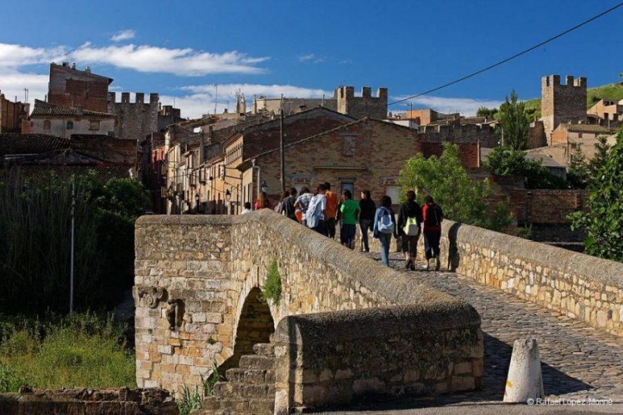 Montblanc y su imponente recinto amurallado de origen medieval (Tarragona)