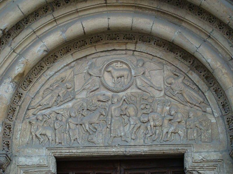 Tímpano de la puerta del Cordero./Lourdes Cardenal