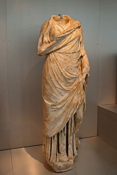 Escultura romana hallada en el yacimiento arqueológico./Anual