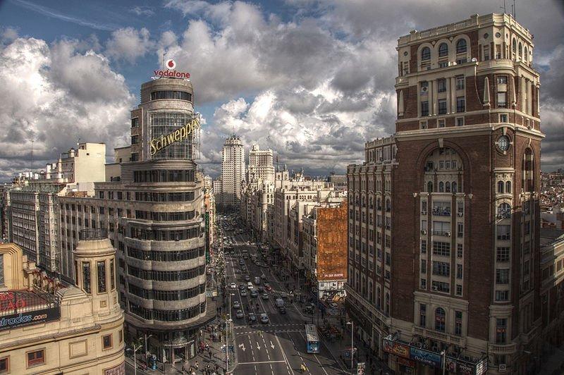 la principal calle y avenida de la capital de España.