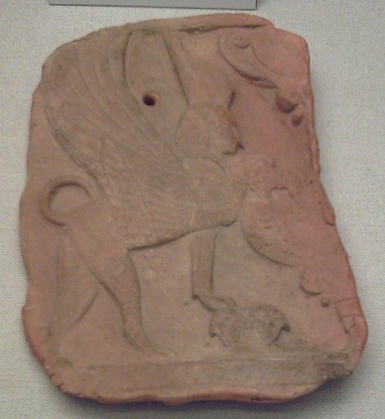 Placa con esfinge hallada en el yacimiento fenicio y cartaginés de la necrópolis de Puig des Molins.