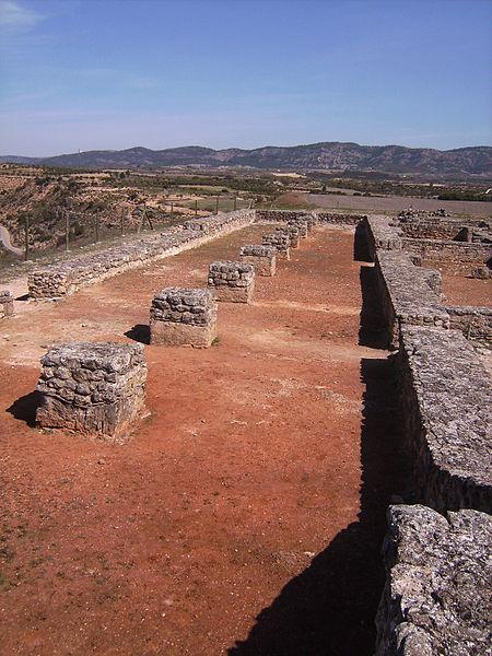 ruinas y restos de la antigua ciudad de recópolis