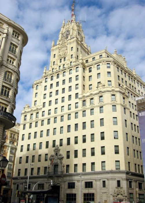 edificio de telefonica de la gran via de madrid