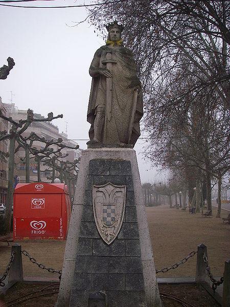 monumento al rey fernando III en nájera.