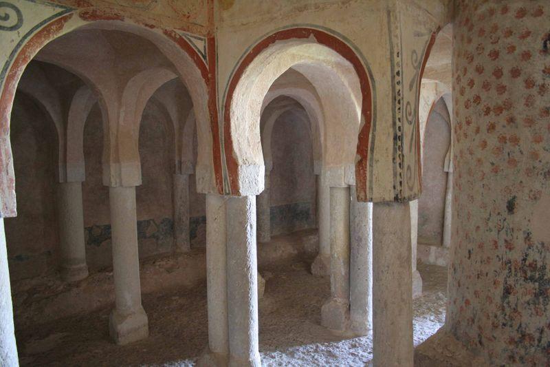 interior de san baudelio; tribuna