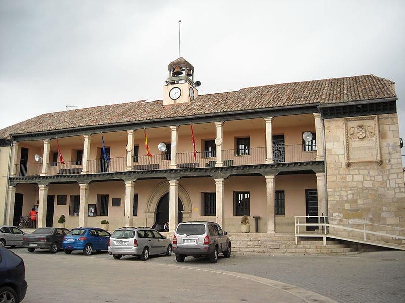 Fachada del consistorio de torrelaguna, madrid