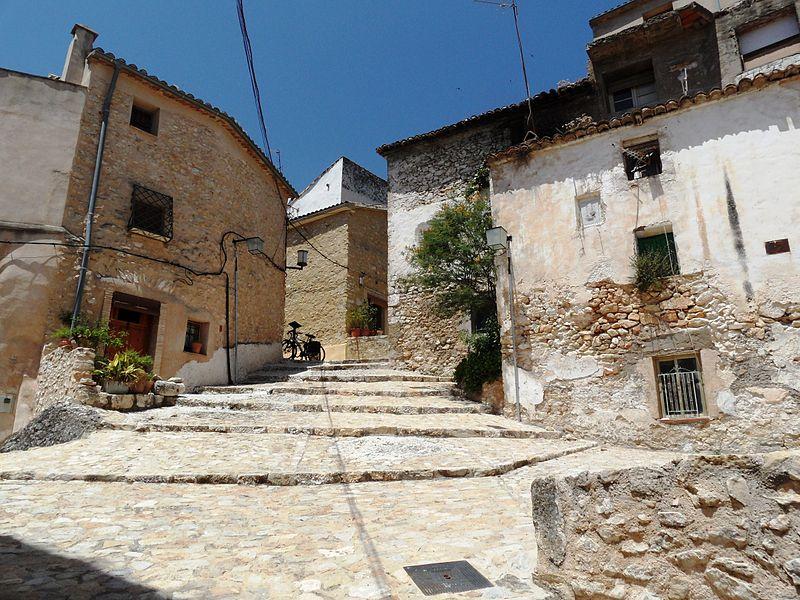 La empinada calle de Sant Josep de Bocairent.