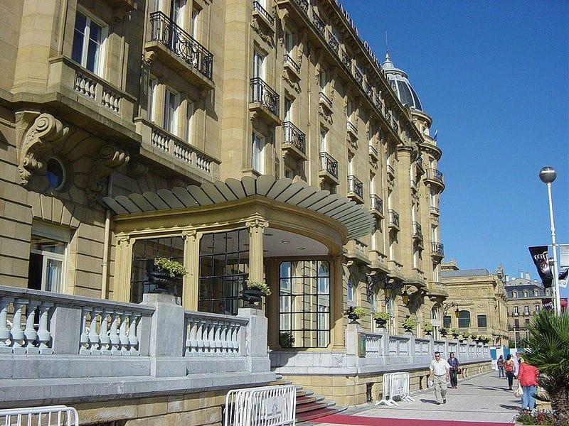 fachada principal del hotel maría cristina