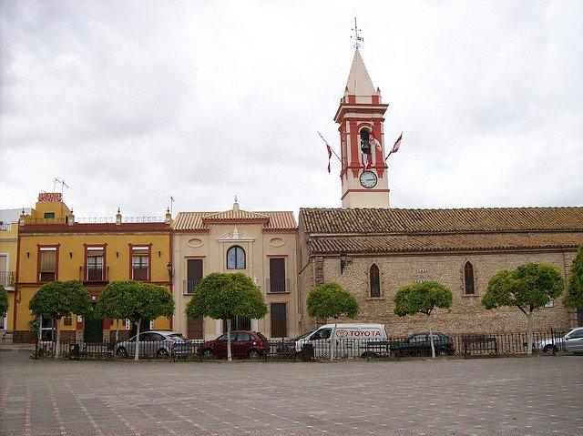 vista de la plaza principal de la localidad sevillana de Castilleja de la Cuesta.
