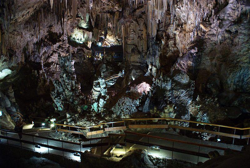 Interior de la cueva de nerja
