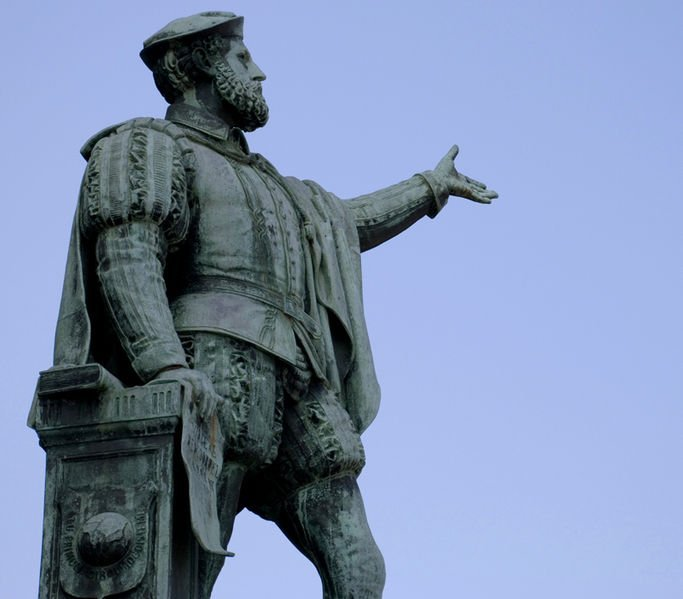 Estatua en reconocimiento a Juan Sebastián Elcano en Guetaria