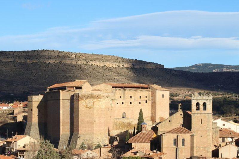 El castillo de Mora de Rubielos y el arcángel San Gabriel (Teruel)