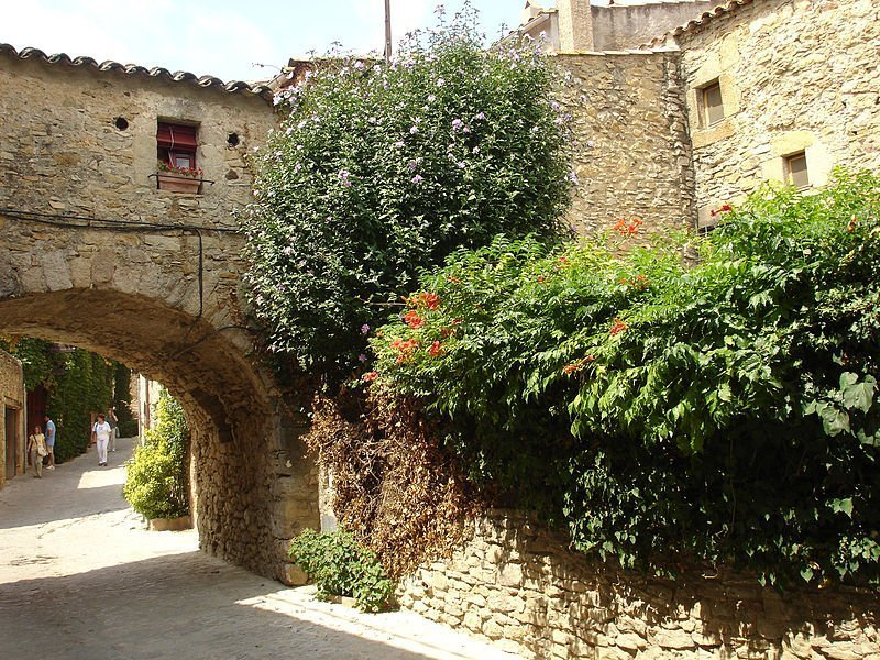 http://lugaresconhistoria.com/wp-content/uploads/2013/12/peratallada-mutari.jpg