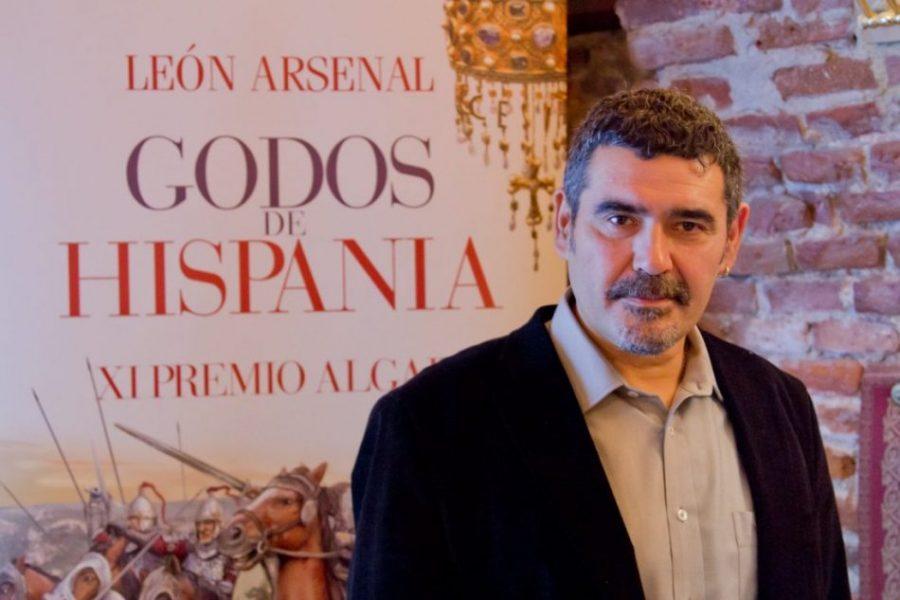 Entrevista a León Arsenal (escritor)