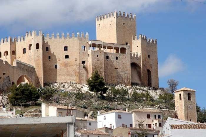 la sierra de maria y el castillo de los velez 4411051 - Vélez Blanco y la historia del expolio del patio de su castillo (Almería)