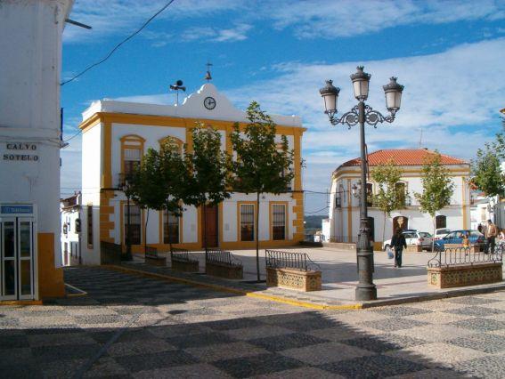 plaza_ayuntamiento_fuentes_leon