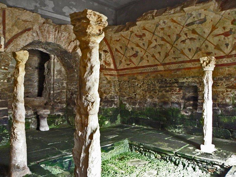 Interior del santuario de Santa Eulalia de Bóveda./amaianos