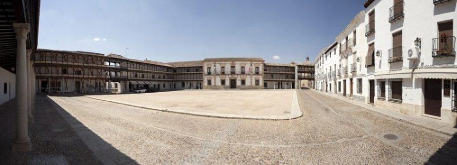 Tembleque y su gran plaza mayor, posesión de la Orden de San Juan