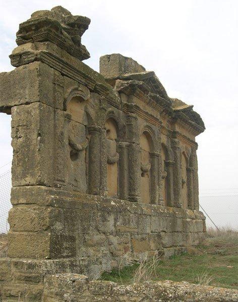 Mausoleo Atilios Sadaba Baldiri  - Los Bañales, la ciudad romana sin nombre (Zaragoza)
