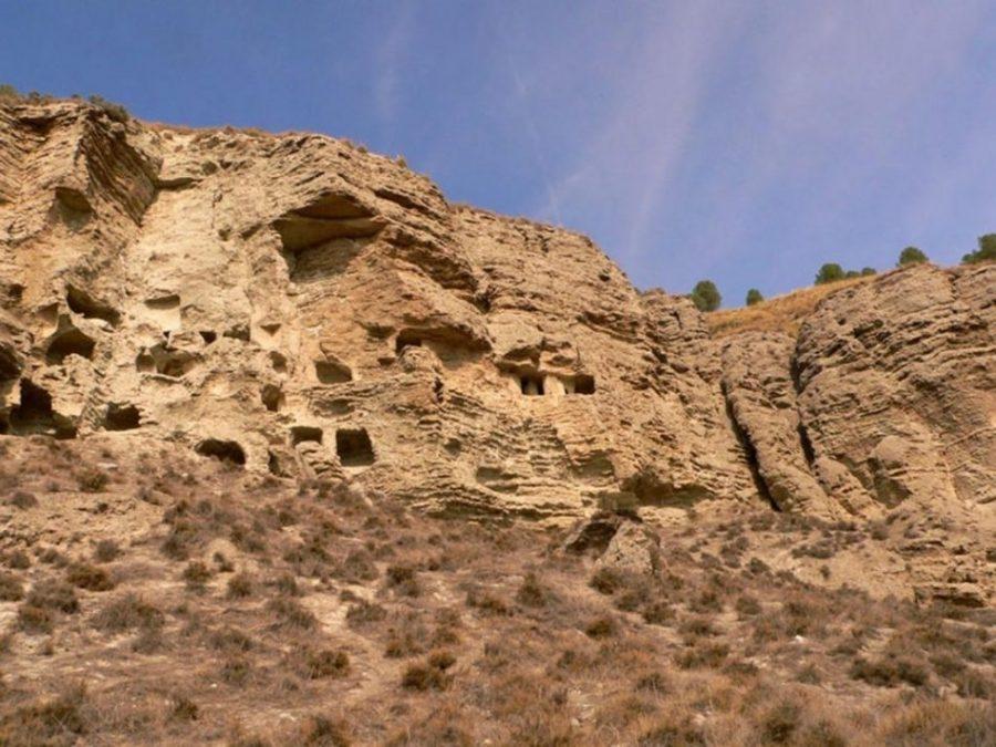 Risco de las Cuevas: una roca de yeso cristalizado que pudo ser la Caracca ibera (Madrid)