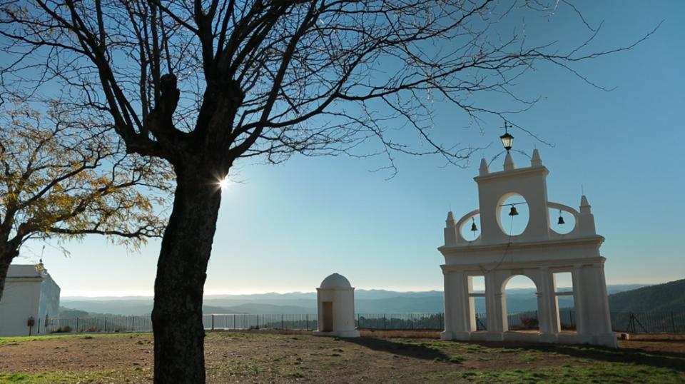 arias montano - La Peña de Arias Montano: un misterio sagrado y telúrico