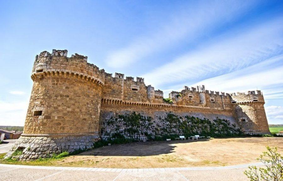 Castillo de Grajal de Campos: la primera fortaleza artillera de España