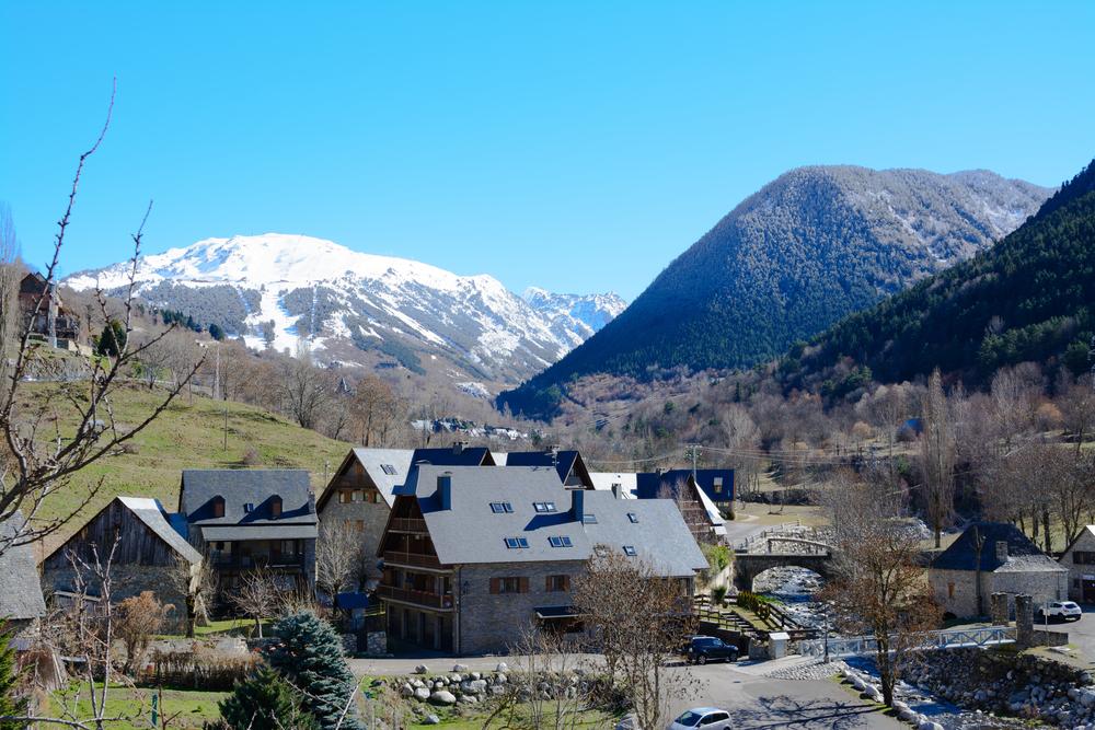 shutterstock 501532876 - Valle de Arán: entre maquis, osos y un estatus propio en Cataluña