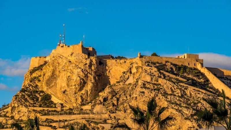 Castillos de alicante guardianes de piedra lugares con historia - Stock uno alicante ...