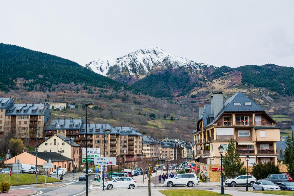 shutterstock 578558500 - Valle de Arán: entre maquis, osos y un estatus propio en Cataluña