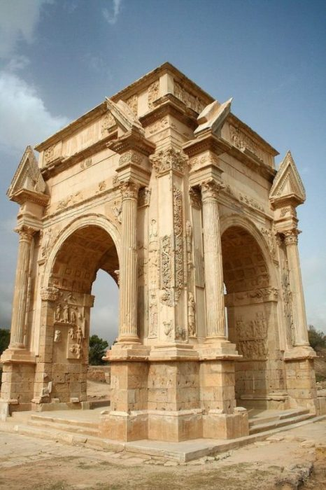 Leptis Magna Arch of Septimus Severus Daviegunn compressor e1504003790641 - Leptis Magna: Roma en África