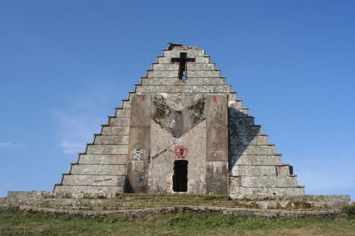puerto_escudo_piramide