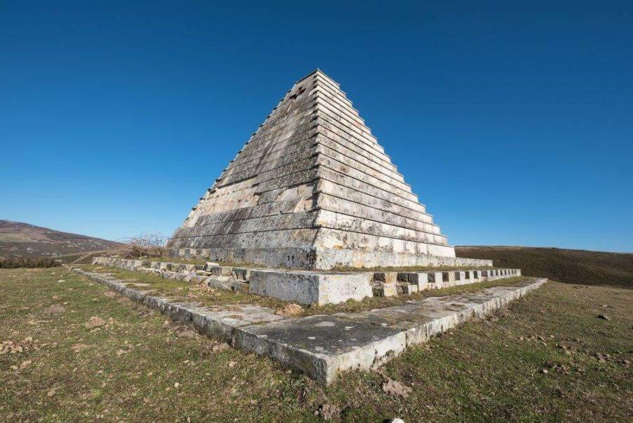 La pirámide de Mussolini en España