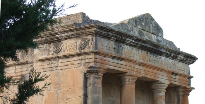 Fabara   Mausoleo   Exterior   Detalle ecelan e1550730471204 - Una ruta por los mejores mausoleos romanos de Hispania